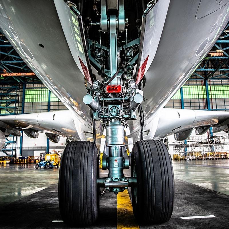 Aero-Fluid-aviation_1039352226